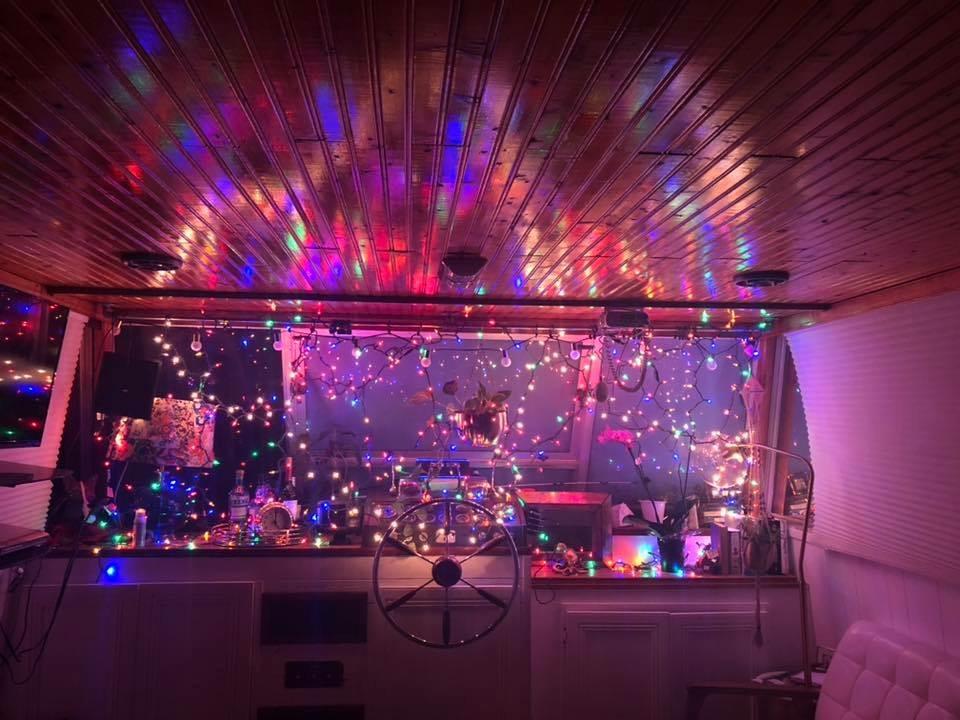 Barcă împodobită de Crăciun