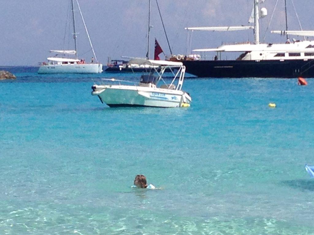 Marea frumoasa si apa cristalina din Antipaxos