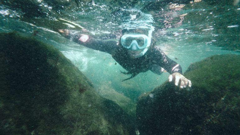 Cum să nu obosești când înoți sau faci snorkeling?