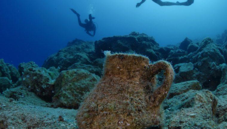Liber la scufundări lângă vestigiile arheologice din zona Cazino